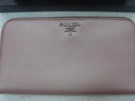 台中 流當品拍賣 Prada 皮夾 1M0506 淡粉色 8成5新 盒單齊 特價出清
