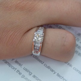 台中流當品拍賣 流當鑽石 65分 H色 K金 豪華女鑽戒 喜歡價可議